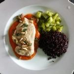 Poulet mit Peperonisauce und Pistazien